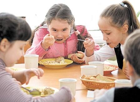 Чем кормят детей в школе?