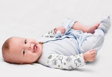 Как одевать новорожденного весной?