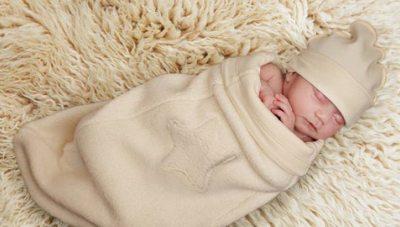 pochemu-novorogdennie-vzdragivaut