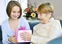Что подарить любимой бабушке?