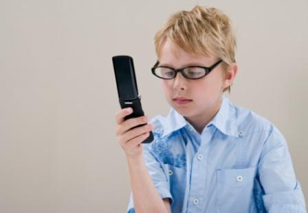 Мобильный телефон - лучший подарок подростку