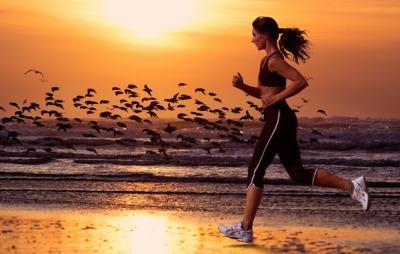 Спортивный бег вечером