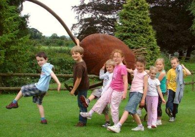 Чем занимаются дети в английском лагере?