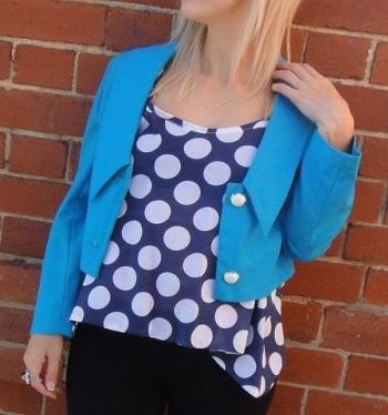 Модная одежда для беременных на весну - яркий голубой
