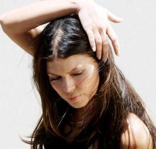 Как избавиться от жирных волос?