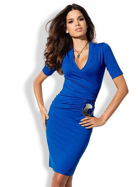Платье синего цвета для серьезной девушки