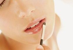 Увлажнение и питание губ
