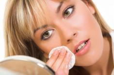 Как приготовить средство для снятия макияжа в домашних условиях?
