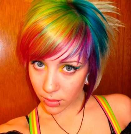 Яркая цветная прическа на короткие волосы