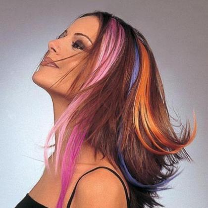 Цветные пряди в длинных волосах