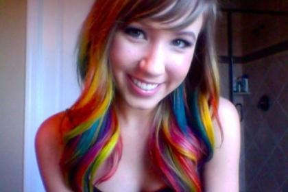 Яркий образ с помощью цветных волос
