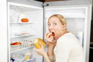 Лишнюю и вредную пищу мы потребляем, находясь в состоянии какого-либо стресса.