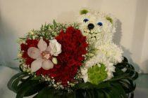 Необычные цветы в подарок девушке