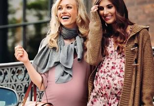 Одежда для беременных может быть красивой и стильной.