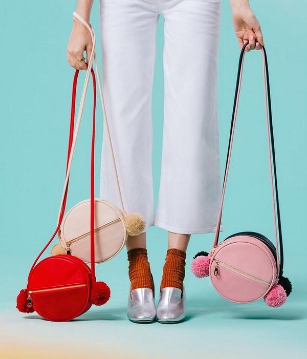 На фото представлены варианты круглых сумок.