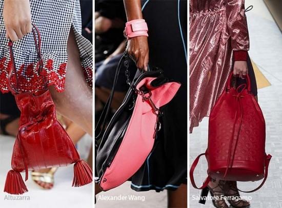 """На фото модные женские сумки формата """"мешок""""."""