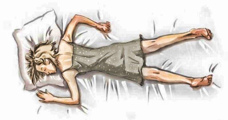 На фото показано, как женщина спит на животе. О чем говорит выбор такой позиции?