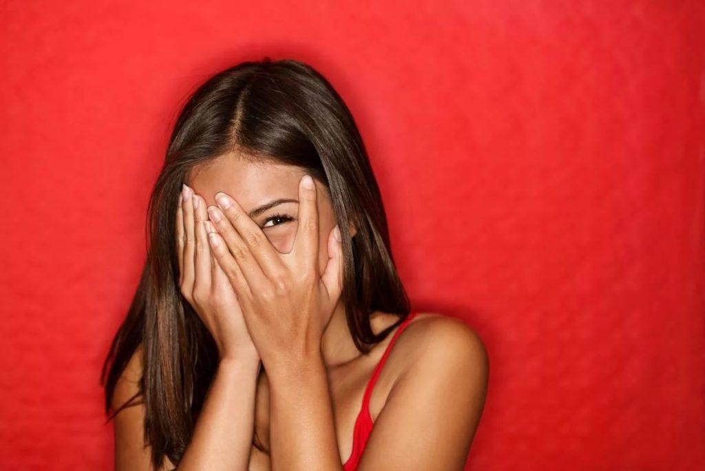 Как побороть стеснительность и неуверенность? Изучаем причины, даем рекомендации.